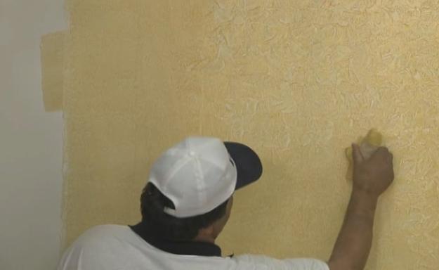 پتینه کاری روی دیوار ساختمان